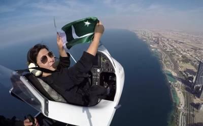 پاکستانی خاتون اینکر پرسن نے سعودی عرب کی فضاﺅں میں ایسا شاندار کام کردیا کہ تصاویر دیکھ کر آپ کو بھی ان پر فخر ہو گا