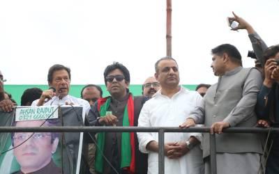 روپے کی قدرمیں کمی نوازشریف کی نااہلی اورمنی لانڈرنگ کے باعث ہوئی:عمران خان