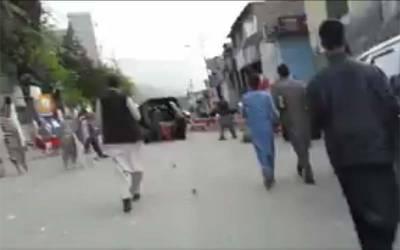 ایبٹ آباد میں کے پی کے پولیس عمران خان کیلئے ایسا کام کرتے ہوئے رنگے ہاتھوں پکڑی گئی کہ دیکھ کر کپتان خود بھی شرمندہ ہو جائیں گے
