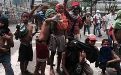 ایسا ملک جو تیل کی دولت سے مالا مال لیکن وہاں کے بچے صرف کچرا چننے کے لئے ایک دوسرے کے ساتھ خون خرابہ کررہے ہیں، یہ کون سا ملک ہے؟ جانئے