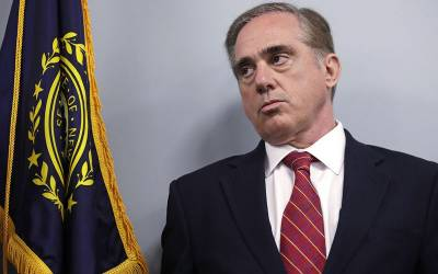 امریکی صدر نے محکمہ ویٹرن کے سیکریٹری کو بھی عہدے سے برطرف کردیا