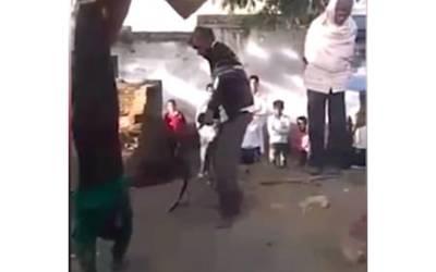 بھارت میں آشنا کے ساتھ گھر سے بھاگنے والی عورت کے شوہر نے دونوں کے ساتھ ایسا سلوک کردیا کہ پورا ملک شرم سے پانی پانی ہوجائے، لوگ بھی کھڑے منہ دیکھتے رہے