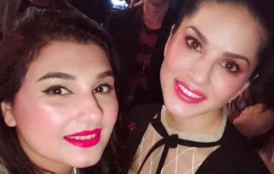 """""""اوہ خیر۔۔۔"""" فلم سٹار سعود کی اہلیہ اور اداکارہ جویریہ سعود کی سنی لیون کیساتھ سیلفیاں منظرعام پر آ گئیں، انٹرنیٹ پر ہنگامہ برپا ہو گیا"""