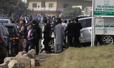 نواز شریف کی احتساب عدالت میں پیشی ،وقفے میں پولیس اہلکار وں نے اکٹھے ہو کر نیا سرپرائز کر دیا