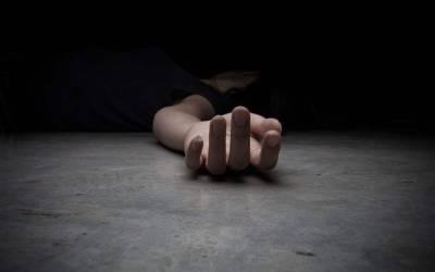 دبئی میں ہوٹل کی تیسری منزل سے نوجوان لڑکی نیچے گر گئی، پھر پولیس نے اس کی موت کی تفتیش شروع کی تو ایسا شرمناک ترین انکشاف کہ ہر کوئی دنگ رہ گیا، دراصل اسے کمرے میں بند کر کے۔۔۔