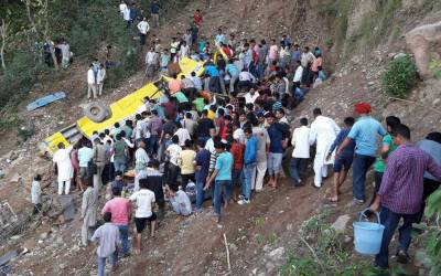 بھارت میں سکول بس کھائی میں گر گئی،26بچوں سمیت 29افراد جاں بحق