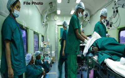 بھارت ، ٹرین میں قائم ہسپتال سے غریبوں کی زندگیوں میں انقلاب برپا