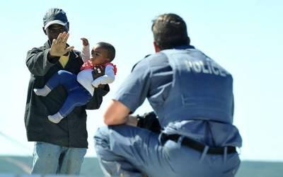 اس آدمی نے اپنے ہی بچے کو چھت سے نیچے پھینک دیا، لیکن کیوں؟ کوئی باپ تصور بھی نہیں کرسکتا کہ۔۔۔