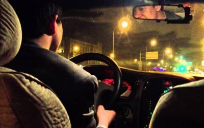 'اس دن میں رات کو ٹیکسی پر بیٹھی، تھوڑی دور گئے تو ڈرائیور نے گانوں کی آواز اونچی کر دی اور اپنا ہاتھ۔۔۔' نوجوان پاکستانی لڑکی کے ساتھ پیش آنے والا ایسا واقعہ کہ لڑکیاں گھر سے باہر جانے سے ہی گھبرانے لگیں
