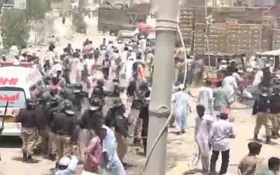 کراچی:پولیس کی فائرنگ، تحریک انصاف کا بے گناہ کارکن جاں بحق، علاقہ میدان جنگ بن گیا