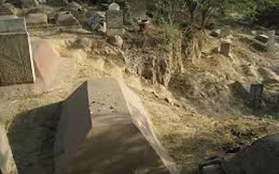 مُردہ عورت نے قبر میں جس بچے کو جنم دیا اب وہ ایسا کام کرتا ہے کہ اسے دیکھ کر اللہ یاد آجاتا ہے