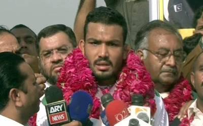 کامن ویلتھ گیمز میں شرکت کے بعد پاکستان کی ریسلنگ ٹیم وطن پہنچ گئی
