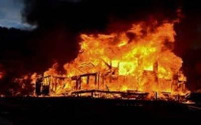 فیصل آباد:گھر میں آگ لگنے سے باپ بیٹی جھلس کر جاں بحق،5 افراد زخمی