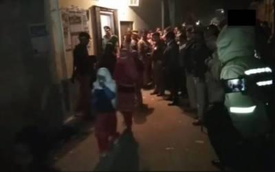 رات گئے پولیس کا چھاپہ، مدرسے سے 52 لڑکیوں کو چھڑا لیا گیا، وہاں ان سے کیا شرمناک کام کروایا جاتا تھا؟ جان کر تمام والدین کانپ اُٹھیں