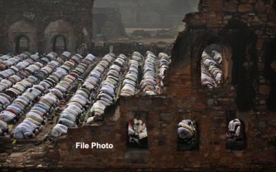 بھارتی بنیے کی مسلمان دشمنی، نماز کے دوران ہندوانہ نعرے،گھر میں نماز کی تنبیہہ
