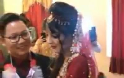 """""""پاکستان چھوڑنے کا وقت آ گیا ہے اور۔۔۔"""" چینی لڑکوں کی پاکستانی لڑکیوں سے شادی پر پاکستانیوں کی رائے مانگی گئی تو نوجوانوں کے جوابات دیکھ کر ہر کوئی ہنسی سے لوٹ پوٹ ہو گیا، دیکھ کر آپ کیلئے بھی ہنسی روکنا ناممکن ہو جائے گا"""