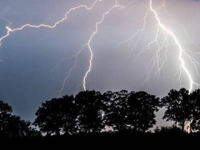 بھارت، سمانی بجلی گرنے کے نتیجے میں 11 افراد ہلاک ، 8 زخمی