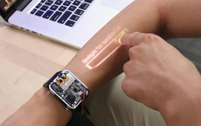 وہ انوکھی گھڑی جو آپ کے بازو کو ٹچ سکرین بنا دے گی، کتنے کی ہے اور کیا خصوصیات ہیں؟ جانئے