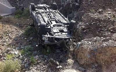 اٹک: تیز رفتار وین پل سے نیچے جا گری، 3 افراد جاں بحق، 12 زخمی