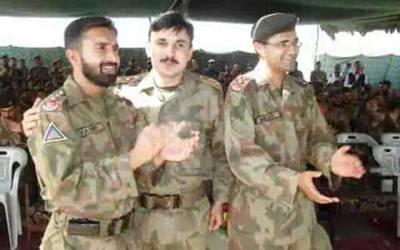 ''جب ہم نعرہ تکبیر لگا کر میدان جنگ میں جاتے ہیں تو امّی۔۔۔۔۔۔''پاک فوج کے شیر جوان حافظ قرآن اور نعت خوان شہید کپتان عمر فاروق کی وہ باتیں جو دلوں کو گرما دیتی ہیں