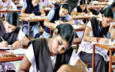 بھارت،امتحانی ہال میں داخلہ سے قبل طالبات کی آستینیں کاٹ دی گئیں