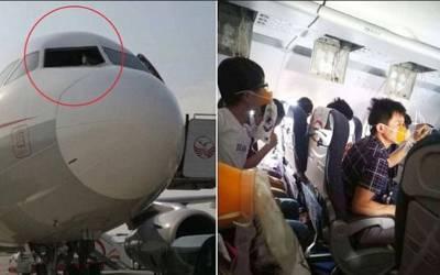 دوران پرواز مسافر جہاز کے کاک پٹ کی کھڑکی ٹوٹ گئی، پھر اسے اُڑانے والے پائلٹ کے ساتھ کیا ہوا؟ جواب جان کر انسان ہوائی سفر سے ہی ڈر جائے