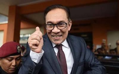 ملائیشیا کے سابق وزیراعظم انور ابراہیم کو رہا کردیا گیا
