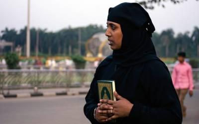 'میرے کفیل کی بیگم مجھے مارتی تھی، اور جب مار مار کر وہ تھک جاتی تو پھر گھر والے۔۔۔' نوکری کے لئے سعودی عرب جانے والی خاتون نے اپنی ایسی کہانی سنادی کہ جان کر آپ کے بھی آنسو نہ رکیں گے