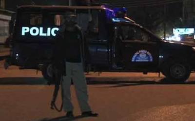 کراچی میں پولیس مقابلہ،سٹریٹ کرائم کی وارداتوں میں ملوث 2ڈاکو ہلاک ہوگئے