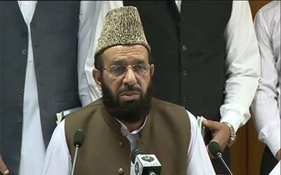 وزیر مذہبی امور نے نماز تراویح پڑھانے والے قاری کو ہٹادیا