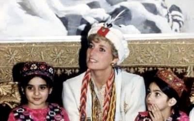 """پی آئی اے نے شہزادہ ہیری اور میگھن مارکل کی شادی کے بعد شہزادی ڈیانا کی تصویر شیئر کرتے ہوئے ایسی پیشکش کر دی جس کا تصور پاکستانی بھی نہیں کر سکتے تھے، تفصیلات سامنے آتے ہی ہر پاکستانی بے اختیار کہہ اٹھا """"یہ ہوئی نہ بات"""""""