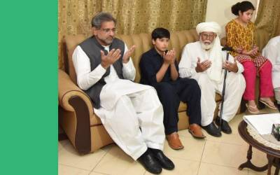 وزیر اعظم شاہد خاقان عباسی کی کرنل سہیل عابد شہید کے گھر آ مد،اہل خانہ سے تعزیت