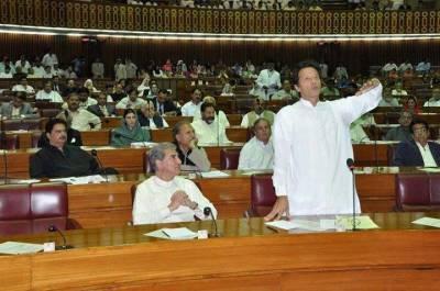 عمران خان فاٹا اصلاحات سے متعلق ترمیمی بل کی حمایت میں ووٹ دینے کیلئے پارلیمنٹ ہاﺅس پہنچ گئے