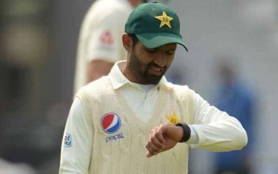 انگلینڈ کے خلاف پہلے ٹیسٹ میچ کے دوران پاکستان کے دو کھلاڑی ایسی چیز پہن کر کھیلتے رہے کہ ہنگامہ برپا ہو گیا ، آئی سی سی نے نوٹس لیتے ہوئے جواب طلب کر لیا