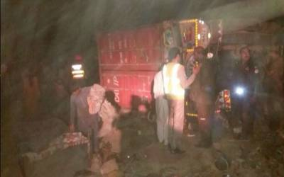 رحیم یار خان: ٹرالر پر لدا کنٹینر جھونپڑیوں پر الٹ گیا، ماں 3 بچوں سمیت جاں بحق