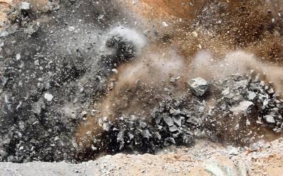 نصیر آباد میں پولیس کی گاڑ ی کے قریب دھماکہ،3پولیس اہلکاروں سمیت 14افراد زخمی