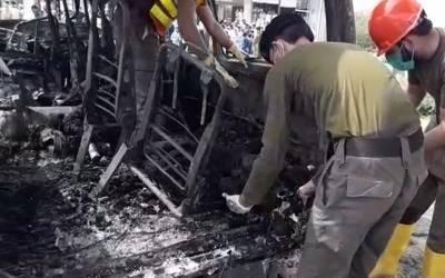 کوہاٹ:مسافر وین میں آگ لگنے سے6 افراد جاں بحق ، 6 زخمی