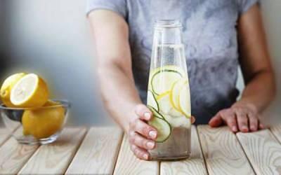 اپنا خون صاف کرنا چاہتے ہیں تو صبح اُٹھتے ہی پانی میں لیموں اور یہ چیز ڈال کر پئیں، فلمی ستاروں کو صحت مند رکھنے والی ماہر نے بہترین صحت کا نسخہ بتادیا
