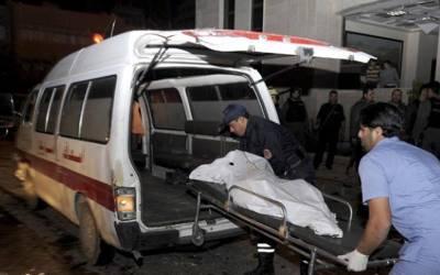 ٹرک کی زد میں آکر موٹر سائیکل سوار میاں بیوی سمیت ایک ہی گھر کے 3 افراد جاں بحق ہو گئے