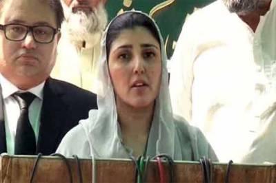 عائشہ گلالئی کا پرویز خٹک کے مقابلے پر الیکشن لڑنے کا فیصلہ