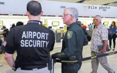 امریکاکے ائیرپورٹ پر سیکورٹی عملے کی مسلم مسافروں کو نماز سے روکنے کی کوشش