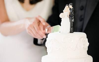 مغربی ممالک میں دولہا دلہن اکٹھے کیک کیوں کاٹتے ہیں ؟ اصل وجہ اتنی شرمناک کہ مغرب کو دیکھ کر یہ رسم اپنانے والے پاکستانی جوڑوں کو ایسا کرنے پر شرم آجائے گی
