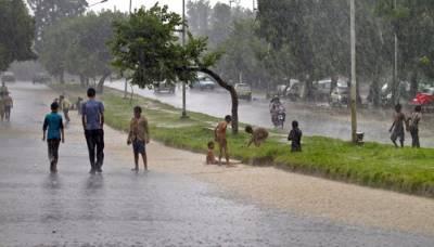 لاہورسمیت پنجاب کے مختلف شہروں میں بارش، کراچی میں بھی موسم ابرآلود