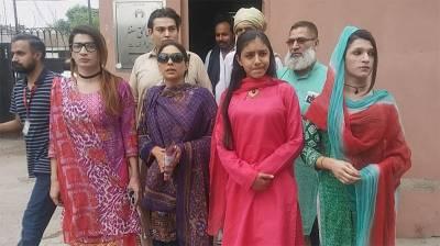 کاغذات نامزدگی حاصل کرنیوالی یہ خاتون دراصل کون ہے اور کس کے مقابلے میں الیکشن لڑنے جارہی ہیں؟ سیاسی میدان سے بڑی خبرآگئی