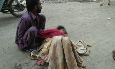 ڈیرہ غازی خان میں خاتون نے سڑک پر بچے کو جنم دے دیا ، ہسپتال والوں نے داخل کرنے سے انکار کیا ، شوہر کا الزام