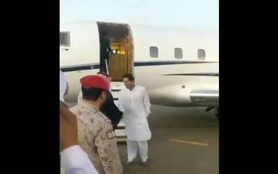 عمران خان عمرہ کی ادائیگی کے لیے سعودی عرب پہنچ گئے ، وہاں ان کا استقبال کس نے کیا ؟جان کر آپ کی حیرت کی انتہا نہ رہے گی