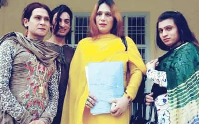این ا ے 69: پرویز الٰہی کے حلقے سے خواجہ سرا نے کاغذات جمع کرا دیئے، مخصوص انداز میں مہم شروع، نیا پاکستان ہمیں ووٹ دینے سے بنے گا: زاہد عرف ریشم