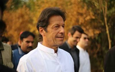 عمران خان عمرے کی ادائیگی کے بعد رات گئے وطن واپس پہنچ گئے