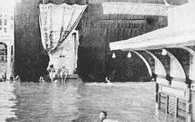 وہ وقت جب 12 سالہ بچہ مسلسل سات دن تک پانی میں تیر کر خانہ کعبہ کا طواف کرتا رہا مگر کیسے؟ تاریخ اسلامی کا وہ واقعہ جس کے بارے میں آپ کو بھی جان لینا چاہیے
