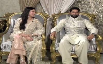 """""""میں انہیں پاکستانی ٹیم کا کپتان دیکھنا چاہتی ہوں اور۔۔۔"""" سہیل تنویر کی اہلیہ کومل نے جب یحییٰ حسینی کے سوال پر یہ کہا تو سہیل تنویر اور یحییٰ حسین نے کیا کہا؟ دیکھ کر آپ ہنسی سے لوٹ پوٹ ہو جائیں گے"""